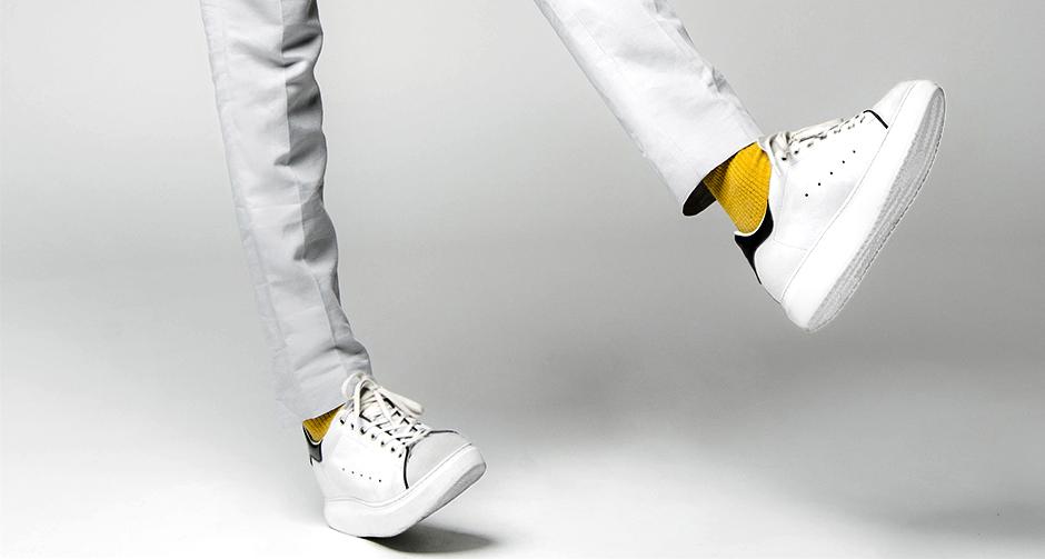 Le sneakers bianche modello Stan Smith uomo e donna ora disponibili anche  con rialzo interno 079a4765813