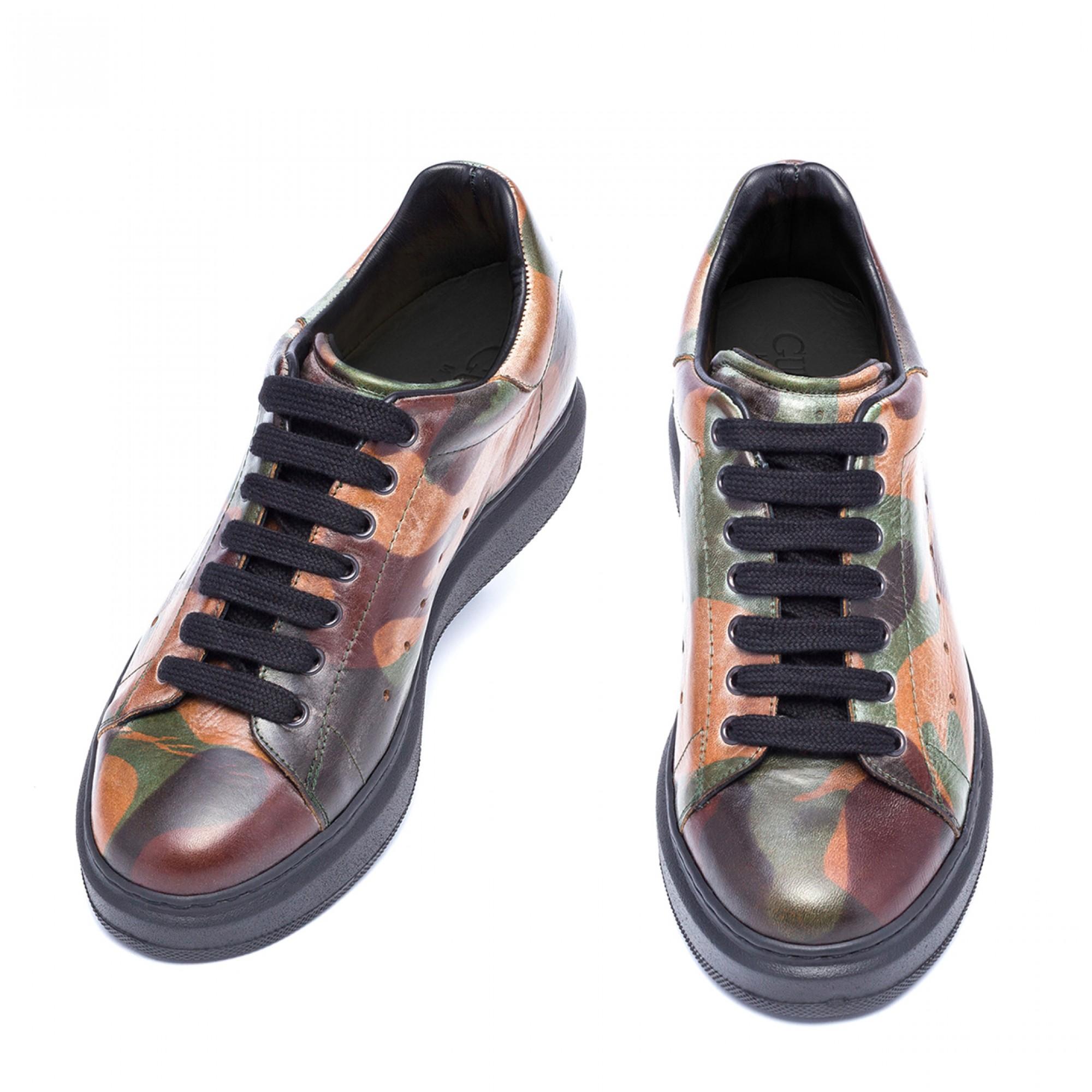 negozio scarpe con rialzo