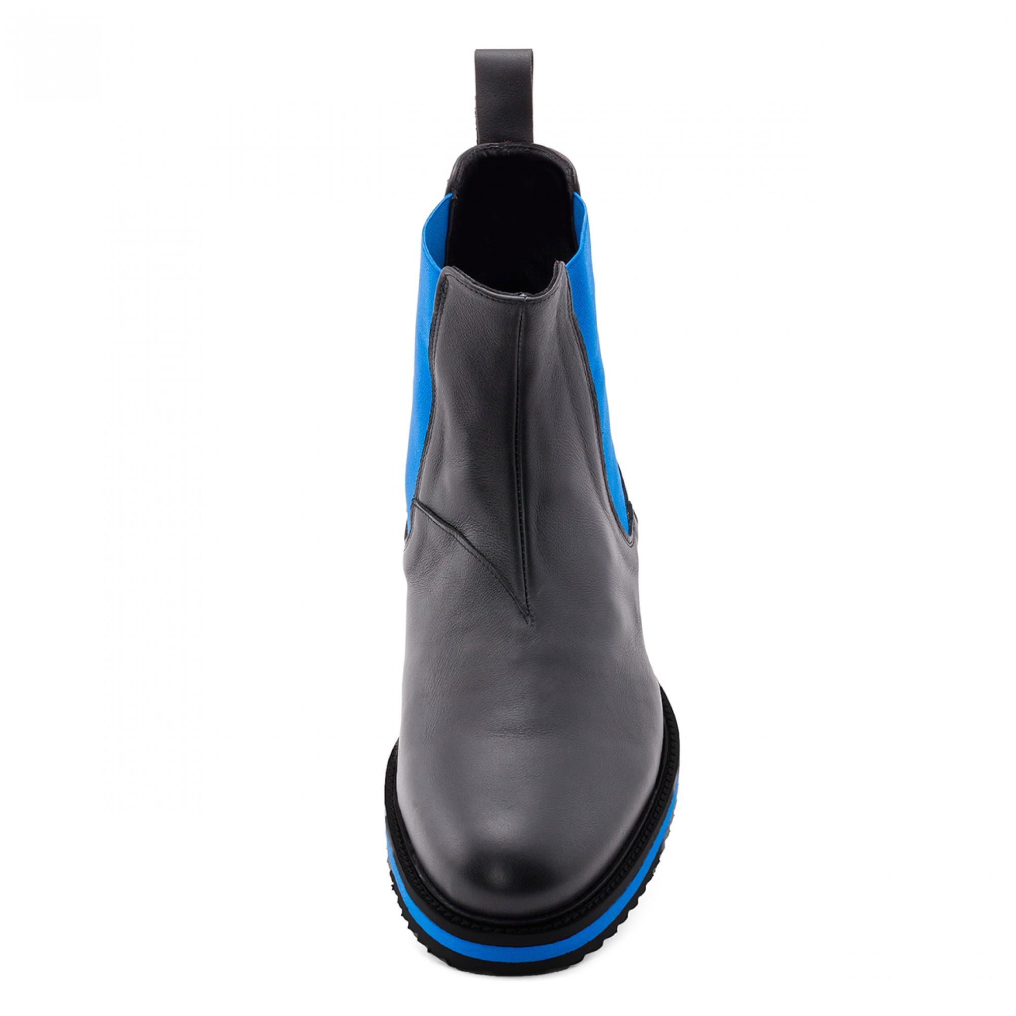 stivali rialzati con tacco